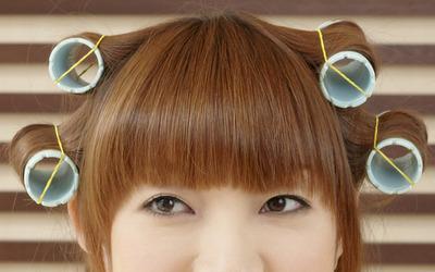 髪の分け目が薄くありませんか?女性の薄毛と髪型の関係。