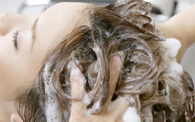 シャンプーが及ぼす女性の薄毛・抜け毛の影響。