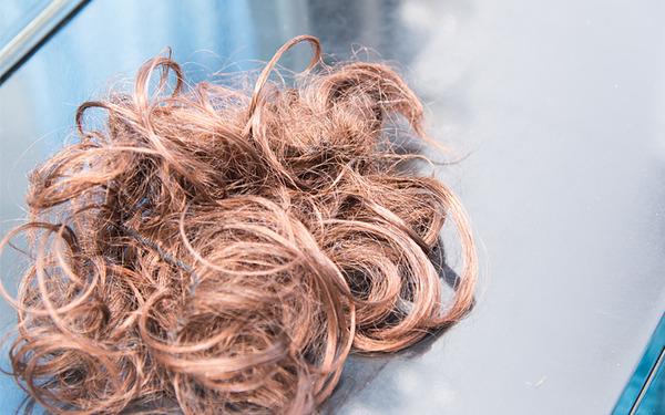 カツラやヘアピースを利用して前向きに薄毛と付き合いましょう。